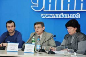 Arkadiy Bushchenko (center), executive director of the Ukrainian Helsinki Human Rights Union
