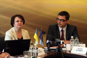 "Valentyna Poltavets, Project Coordinator ""Development and implementation of public information access instruments in small cities of Ukraine"" and Pavlo Kozyrev, Mayor of Ukrainka"
