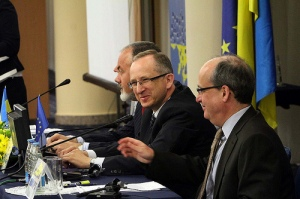 Klaus Haupt, the Head of the Tempus Unit of the EU's Education, Audiovisual and Culture Executive Agency (right), Jan Tombiński, head of the EU Delegation to Ukraine (centre) and Dmytro Tabachnyk, Ukraine's education and science minister (left)