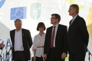 Walter Tretton (EU Delegation, on the right), Magnus Rystedt (NEFCO, centre), Anders Lund (E5P, left) on EUSEW opening event in Zhytomyr