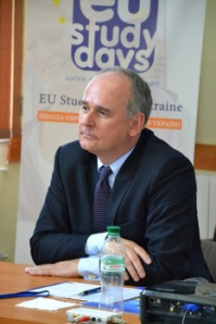 MEP Pawel Zalewski talks to Ukrainian students at EU Study Days