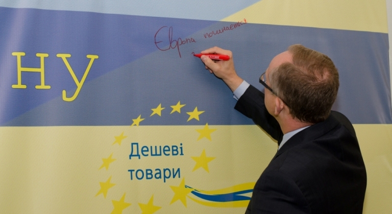 """Europe starts with you,"" EU Ambassador Jan Tombiński wrote on the wish wall, calling on citizens to help build Europe in Ukraine together."
