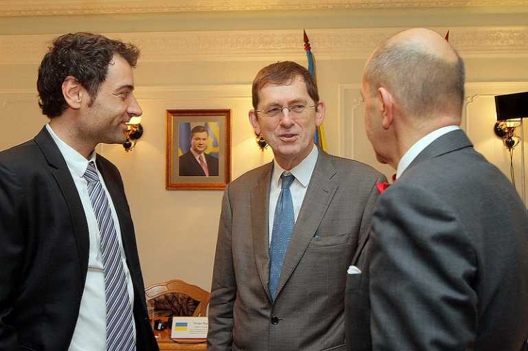 Andrew Rasbash, head of co-operation of the EU Delegation to Ukraine (centre), and Fabio del Alisal, the EU member states project leader (left)