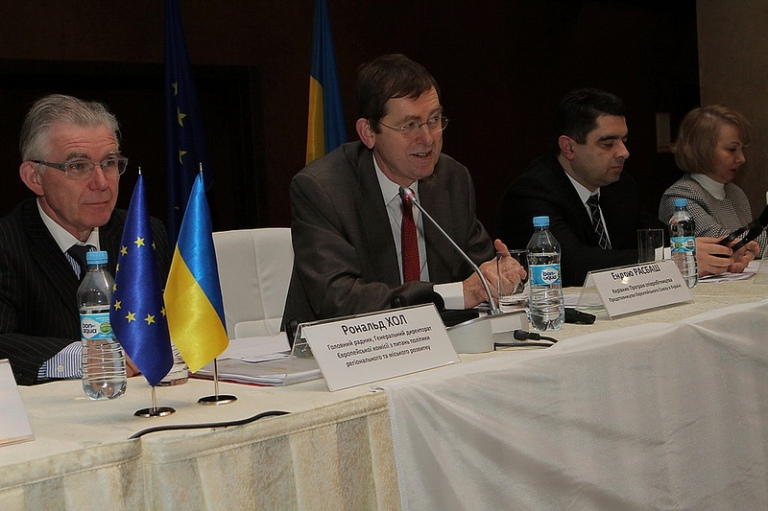 Andrew Rasbash, head of co-operation of the EU Delegation to Ukraine, and Ronald Hall, principal adviser at the European Commission's Directorate General for Regional and Urban Policy, at the international forum on Regional Development and State Regional Policy in Ukraine