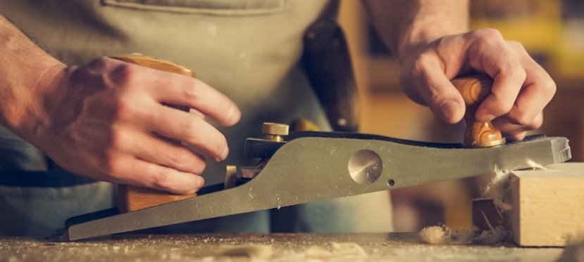 EU provides grant to iDPs from Luhansk for making woodenproducts
