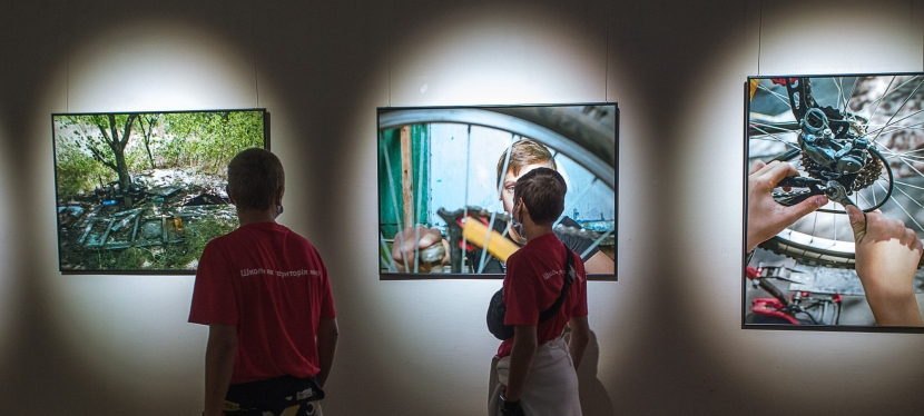 EU supports photo exhibition about schools in easternUkraine